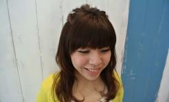 大人可愛い!「ポンパドールでねじりハーフアップ」のヘアアレンジ