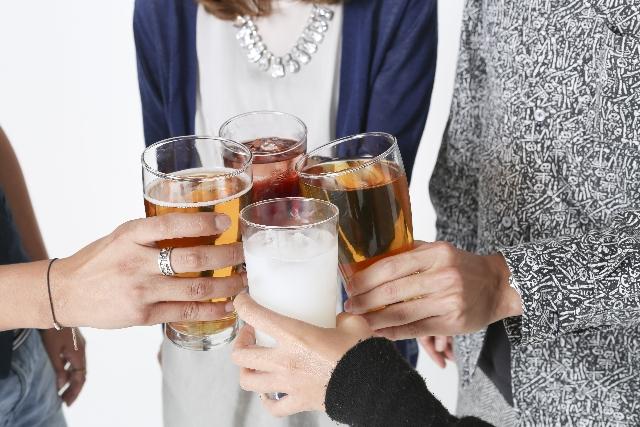 年配ほどグラス派?ビールがおいし〜くなる「三度注ぎ」の方法
