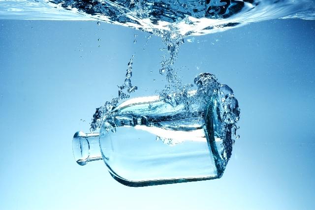 外と中からシミ・しわにアプローチ!?注目の「水素水」の効果とは