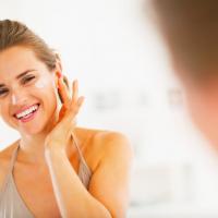 お肌の汚れ落とせてる?肌をトーンアップする拭き取り化粧水