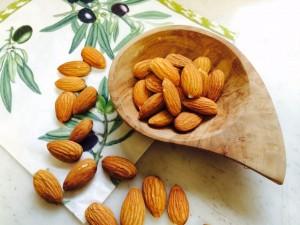 体内からアプローチ!「シミ予防に効果的な栄養素」2つ (2)ビタミンE
