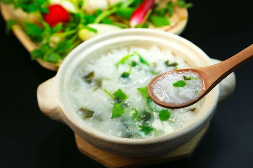 七草粥は伝統的「デトックス粥」だった!?効果UPの簡単レシピ