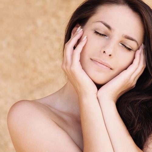 PMS症状が辛い人必見!生理前の「イライラ・気落ち」をラクにするヨガポーズ