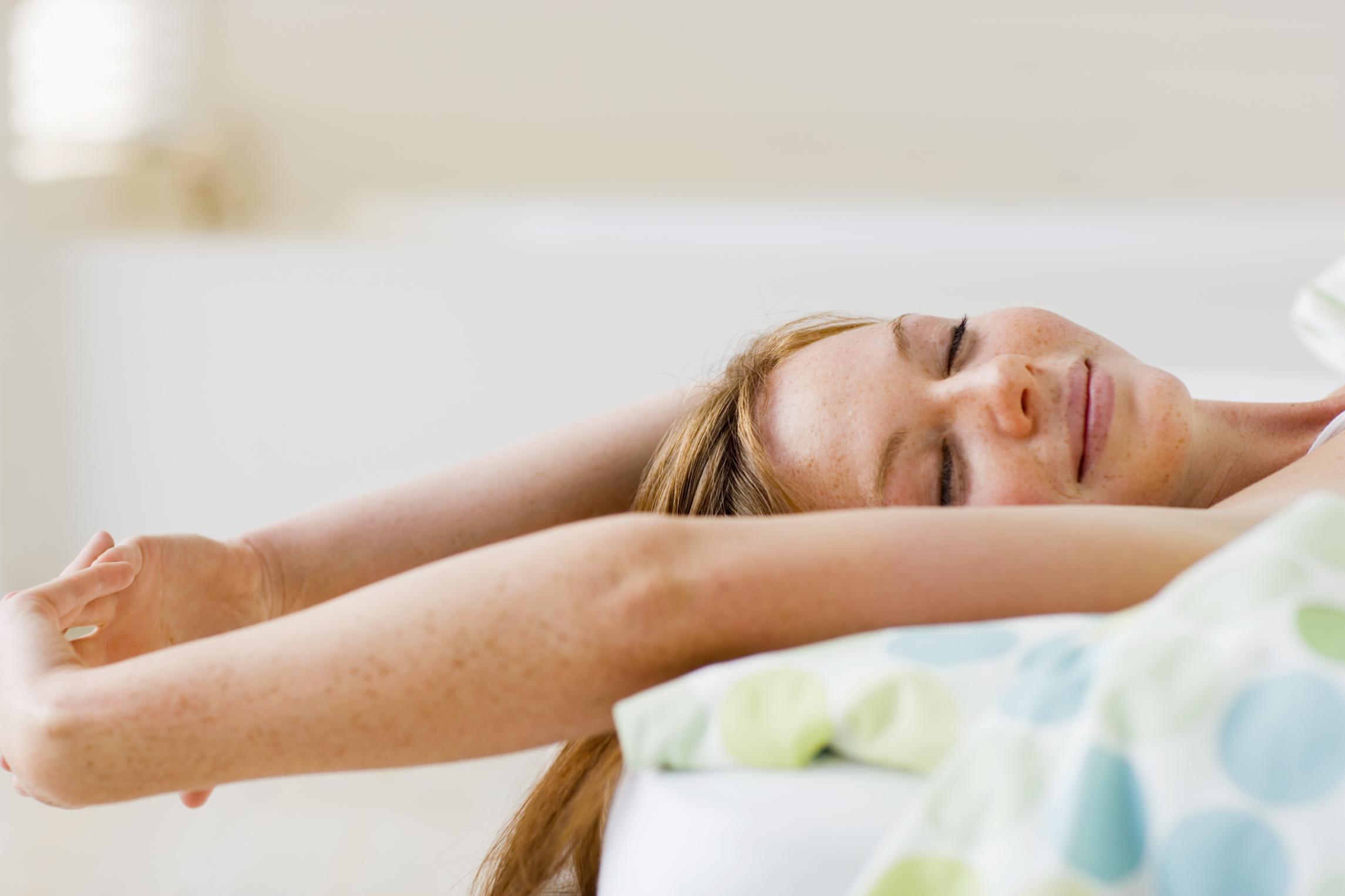 便秘・むくみ・ストレスも解消!?美人の常識「寝ながら腹式呼吸」