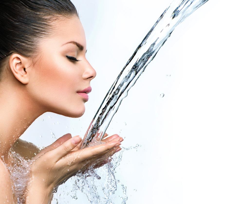 毛穴をむしろ目立たせる!?「朝の水だけ洗顔」などNG習慣4つ