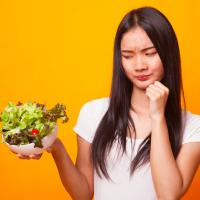 シワ・たるみが加速!?やりすぎ注意のダイエット方法4つ
