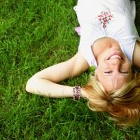頭皮がたるむと顔までたるむ!?「たるみ頭皮」予防方法5つ