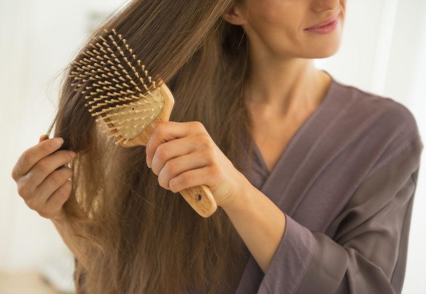 頭皮ケアでリフトアップも!?「ツヤ髪を作るヘアブラシ」3選