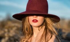 デザイナー直伝「ベレー・中折れ・ニット帽」30代・40代流かぶり方