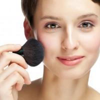 花粉対策もできる!大気汚染からも肌を守る、UVコスメ3選