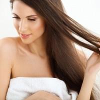 湿気をブロック!くせ毛の「うねり広がり対策アイテム」3選