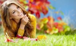 秋のアウトドアシーンでも崩れない!ストレスなしのメイク術