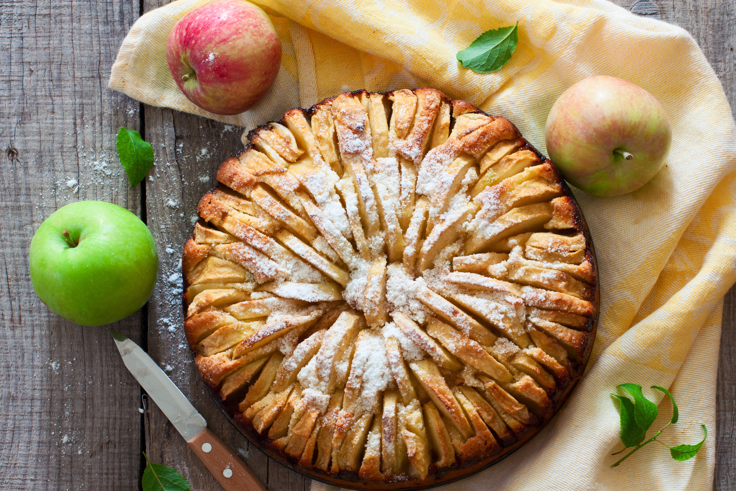 43607642 - fresh baked apple pie on the natural wood background