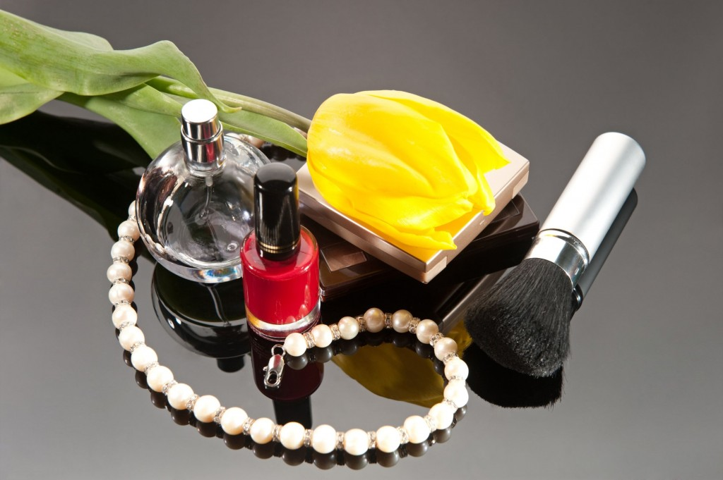 12876134 - luxury pearl necklace and yellow tulip on glassy background