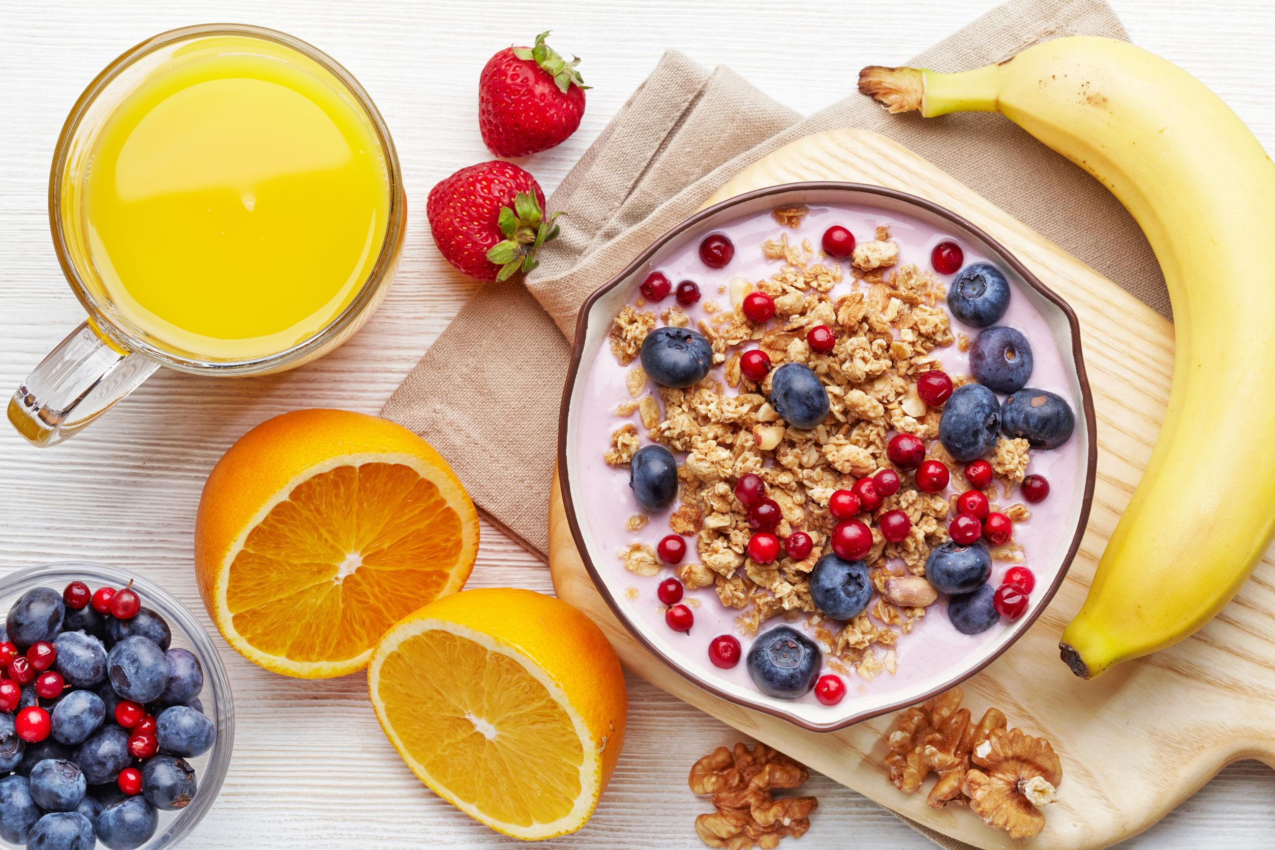 31587440 - healthy breakfast. bowl of yogurt with granola and berries