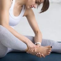 靴のトラブル、筋力不足が原因?足ゆびを鍛えるタオルエクサ
