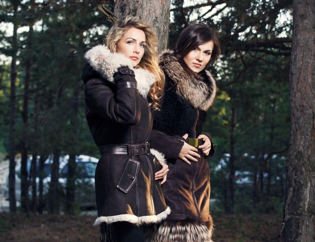 20147042 - young women with seasonal fashion