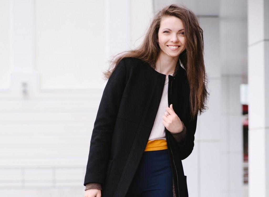 40115429 - smiling woman street style. demi-season concept