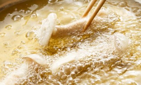 目で見てわかる!「油の温度」を見極める方法と適した料理