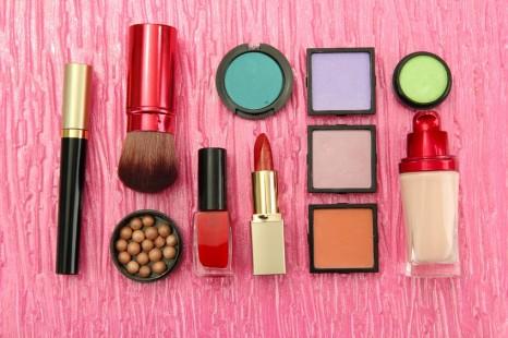 18139412 - decorative cosmetics on pink background