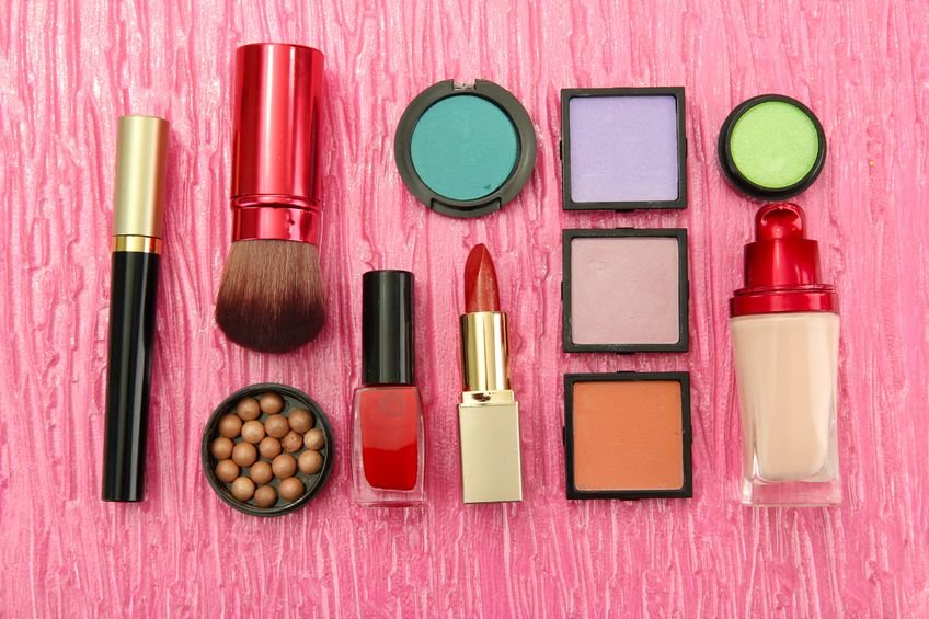 18139412 - decorative cosmetics on pink background