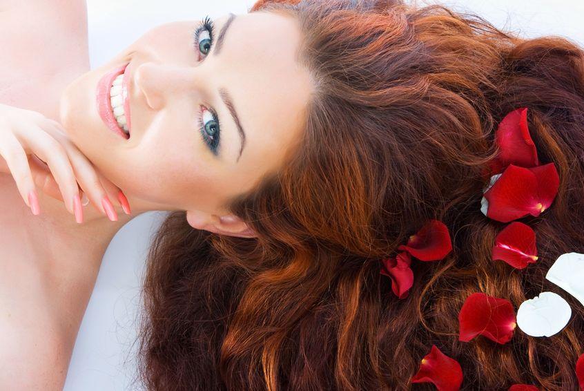 若々しいボリュームヘアに導く!美容家厳選の頭皮美容液3つ