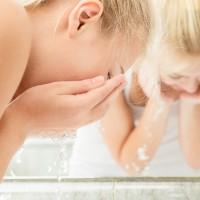 朝のしっかり洗顔はNG!?肌のキメが乱れるNG習慣7つ