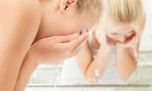 乾燥が気になる時に◎タイプ別、W洗顔不要クレンジング3選