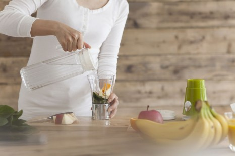 41656697 - make a vegetable juice at home in the kitchen