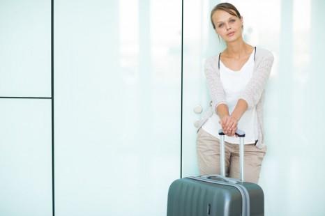 飛行機内の服装は締めつけNG! ゆるっとオシャレな海外旅行コーデ