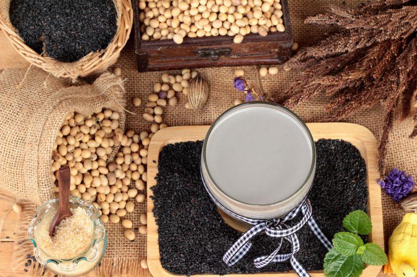 50685118 - soybean milk mix black sesame