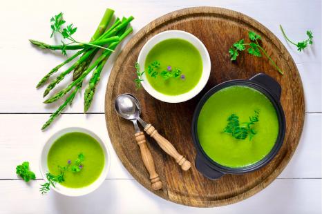 旬のグリーンアスパラを生で美味しく!綺麗に導くレシピ3選