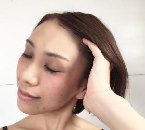 心地いい圧をかけながら、クルクル円を描きつつ頭頂部まで引き上げる気持ちでマッサージします。