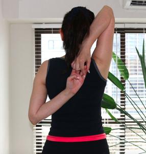 背中の柔軟性を高めるストレッチ