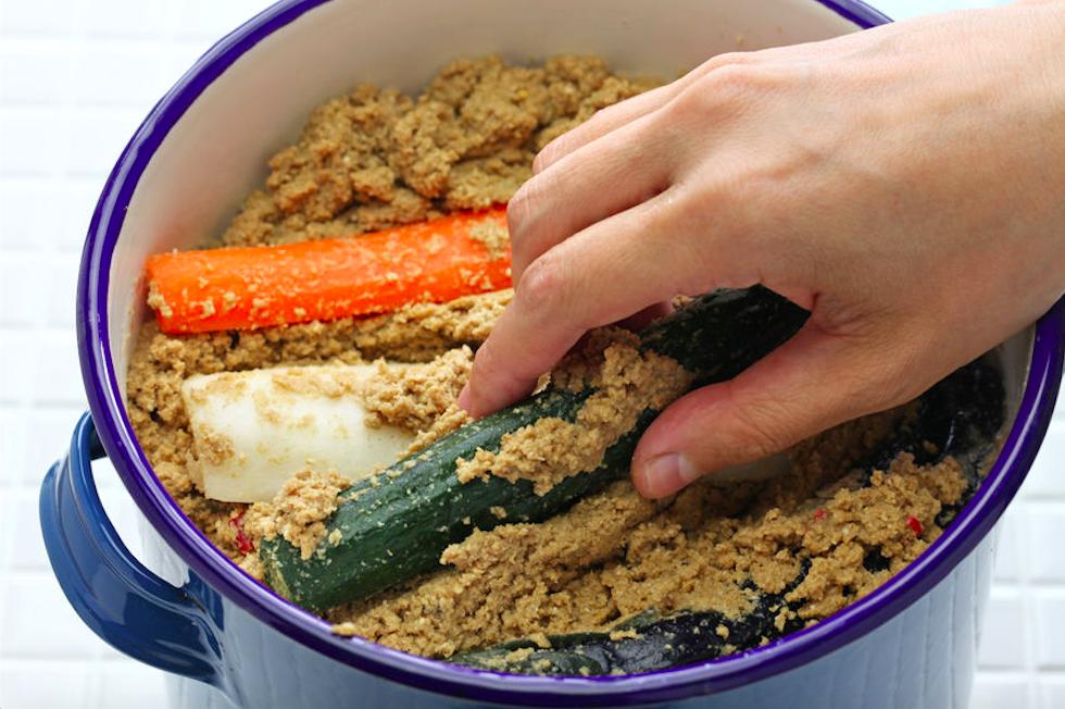 夏バテ防止、美容にも◎自家製「ぬか床&ぬか漬け」の作り方