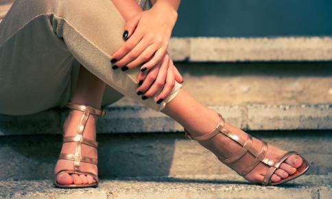足の甲がポイント!サンダルが似合う足になるケア&エクサ