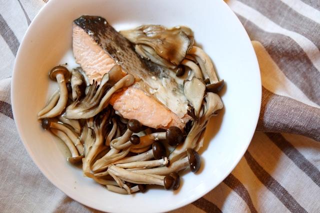 秋鮭のアンチエイジングレシピ・キノコと鮭のホイル焼き