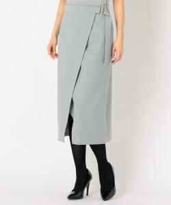 長いスカートにありがちな重たさが軽減され、なおかつ脚が細く見えます