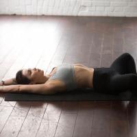 睡眠の質UPに◎股関節をゆるめる「寝る前ストレッチ」