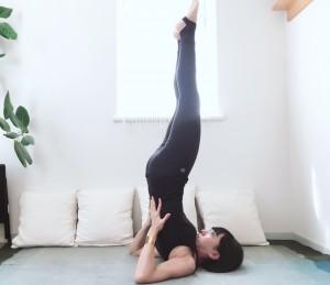 脚をなるべく天井方向に伸ばしましょう。
