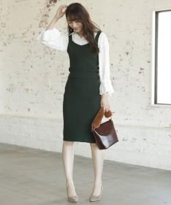 流行のキャミソールワンピやタイトスカート、スキニーパンツなど合わせてあげるとバランスがよくなります