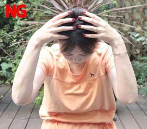 頭を下げず、背筋を伸ばし身体を常にまっすぐにキープ