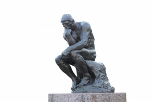 ロダンの彫刻で有名な「考える人」の姿勢