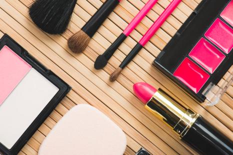 透明感アップ!美容家が選ぶ、今年発売のプチプラコスメ3つ