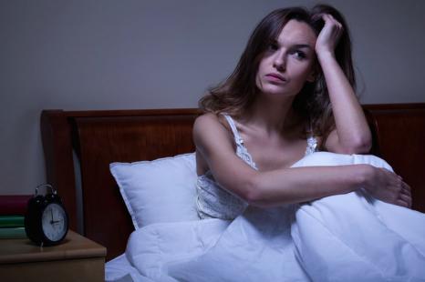 深夜のコンビニ通いで不眠に!?「寝る前NG習慣」6つ