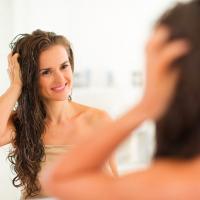 リンスつけすぎで頭皮が臭う!?「NG洗髪習慣」3つ