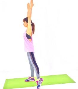 息を吐きながら、左つま先を真横の床につけます。ゆっくり(1)〜(4)の動作を4セット繰り返したら、反対側も同様に動作しましょう