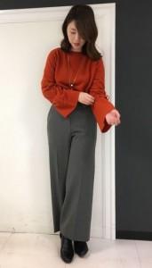 ショートタイプのブーツを合わせて、クールなイメージでコーディネートするのが今年のワイドパンツコーデ