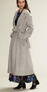 ロングスカートが多い方はコートも長めのものがあると便利ですよ