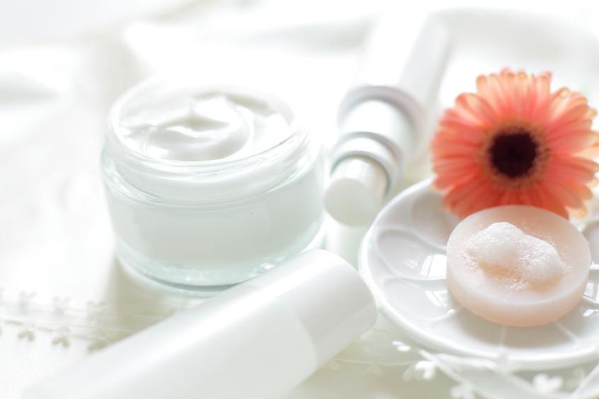 乾燥対策に◎!「セラミド」配合化粧品の選び方と使い方